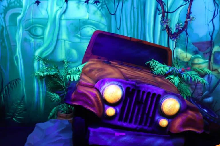 Mini-golf-broken-jeep